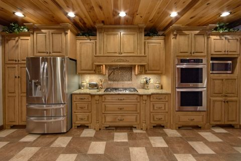 Premium Cabin Rental with spacious Kitchen Area - Bluff Mountain Lodge