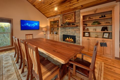 Premium Cabin Rental with Den and Fireplace - Bluff Mountain Lodge