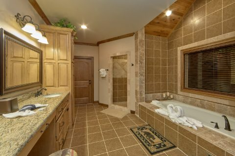 Master bath with Double Vanity and Jacuzzi Tub - Bluff Mountain Lodge