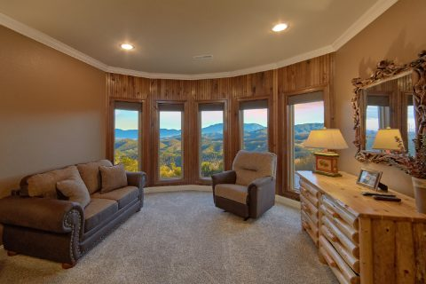 Spacious King bedroom with Recliner and Views - Bluff Mountain Lodge