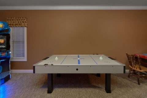 Luxurious 6 bedroom cabin with Air Hockey Game - Bluff Mountain Lodge