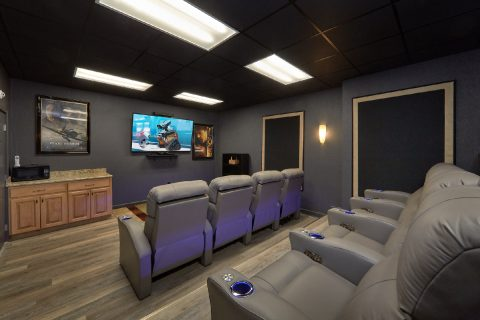 Luxurious Theater room in 6 bedroom cabin - Bluff Mountain Lodge
