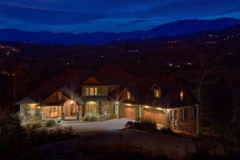 Luxurious Mountain Home with Hot tub and theater - Bluff Mountain Lodge
