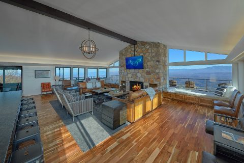 Luxurious Living Room with Stone fireplace - Bluff Mountain Lodge