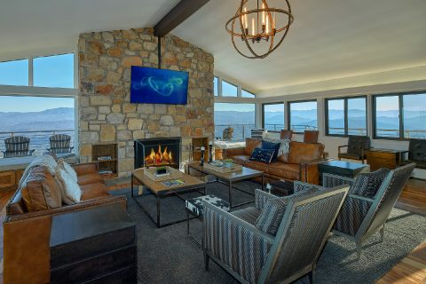 Luxurious 11 bedroom lodge with stone fireplace - Bluff Mountain Lodge