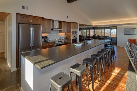 Premium 11 bedroom rental with spacious kitchen - Bluff Mountain Lodge