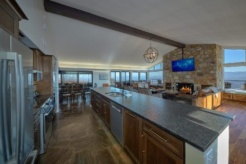 11 Bedroom Lodge with 2 full size refrigerators - Bluff Mountain Lodge