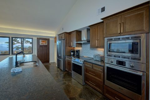 Luxurious 11 Bedroom cabin with double ovens - Bluff Mountain Lodge