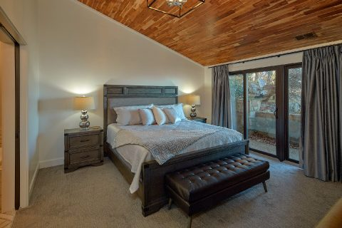 Spacious Master Bedroom with King bed at cabin - Bluff Mountain Lodge
