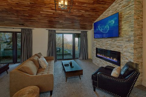 Luxury rental with fireplace in master bedroom - Bluff Mountain Lodge