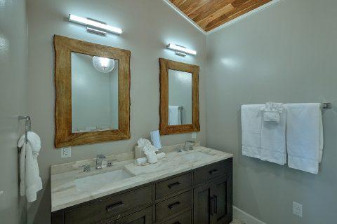 Luxurious Master Bath in 11 bedroom cabin - Bluff Mountain Lodge