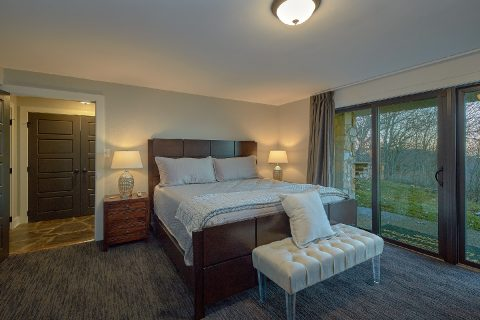 11 bedroom cabin rental with 2 Master Suites - Bluff Mountain Lodge