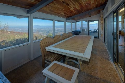 Cabin with screened in porch and Mountain Views - Bluff Mountain Lodge