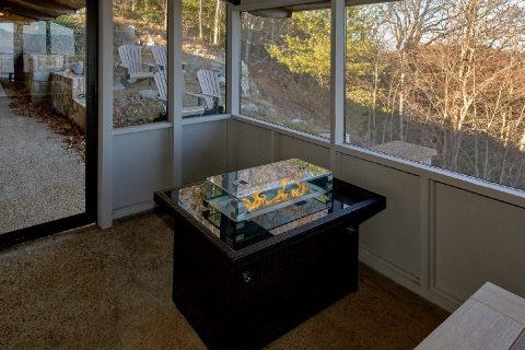 11 bedroom cabin with gas fire pit on deck - Bluff Mountain Lodge