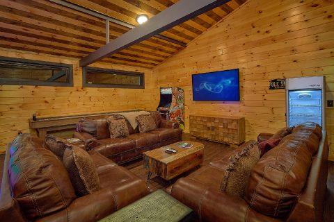 Arcade Game house with shuffleboard, TV & Fridge - Bluff Mountain Lodge