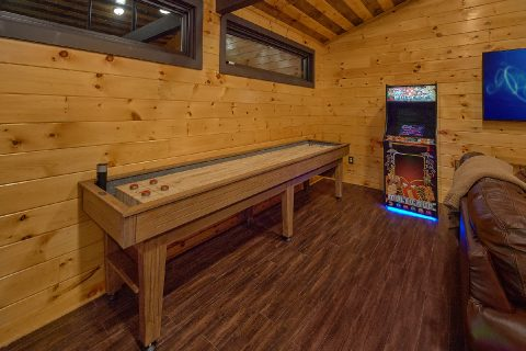 Cabin Game Room with Shuffleboard and Arcades - Bluff Mountain Lodge