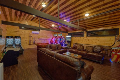 11 Bedroom Cabin with private Arcade Game House - Bluff Mountain Lodge