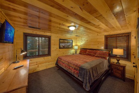 Queen bedroom with TV in Bluff Mountain cottage - Bluff Mountain Lodge