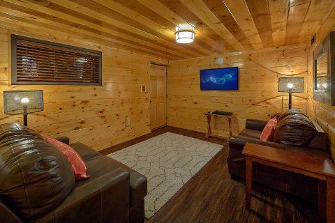 Queen bunk beds in 5 bedroom rental cabin - Bluff Mountain Lodge