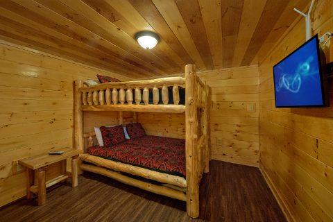 11 bedroom cabin with Queen bunk Bedroom - Bluff Mountain Lodge