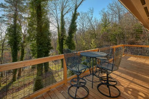 King bed in 1 bedroom cabin suite - Bluff Mountain Lodge