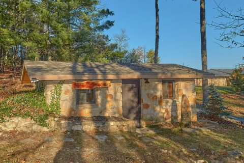 1 bedroom suite with Love Seat and Coffee maker - Bluff Mountain Lodge
