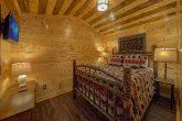 King Bed in cozy 1 bedroom cabin