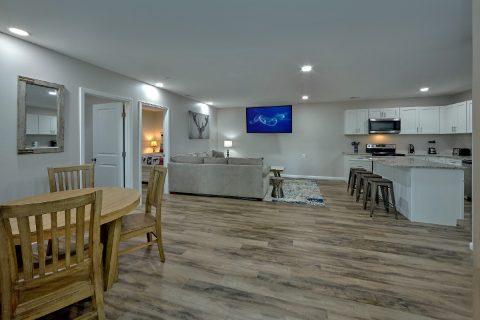 11 bedroom cabin rental with spacious yard - Bluff Mountain Lodge