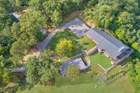 Premium 11 bedroom lodge with mountain views - Bluff Mountain Lodge
