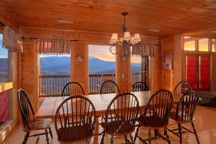 Premium 5 Bedroom Cabin with Large Dining Area - Breathtaker