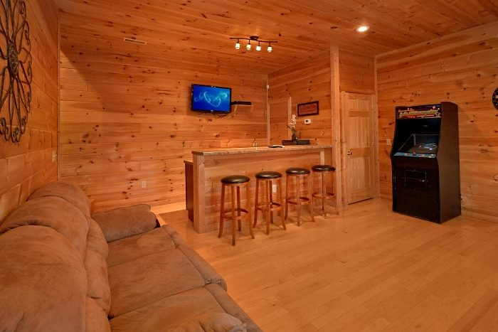 Theater Room Cabin with Game Room and Views - Breathtaker