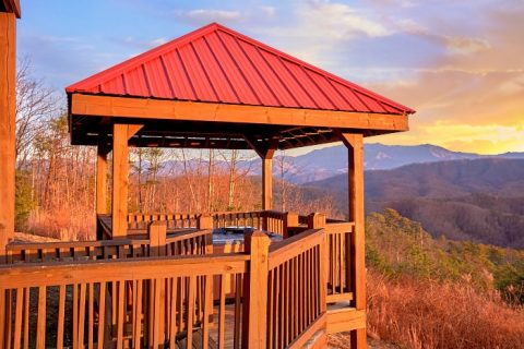 Private 5 Bedroom Cabin with Gazebo and Hot Tub - Breathtaker