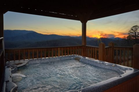 Private Hot tub and Mountain Views from Cabin - Breathtaker