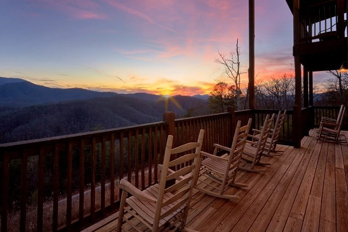 Beautiful 5 Bedroom Cabin with Private Deck - Breathtaker