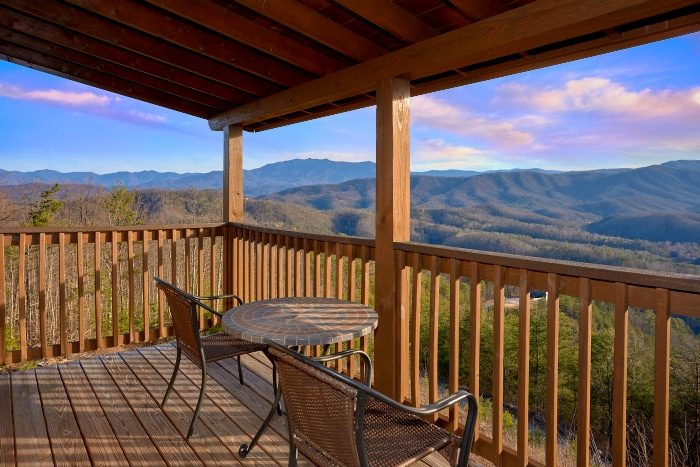 Luxurious 5 bedroom Cabin Sleeps 14 with Views - Breathtaker