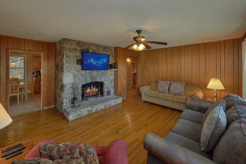 Rustic 2 Bedroom Cabin in Pigeon Forge Sleeps 6 - Byrd House