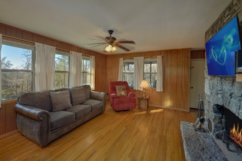 Rustic 2 Bedroom Cabin with Cable TV and WiFi - Byrd House
