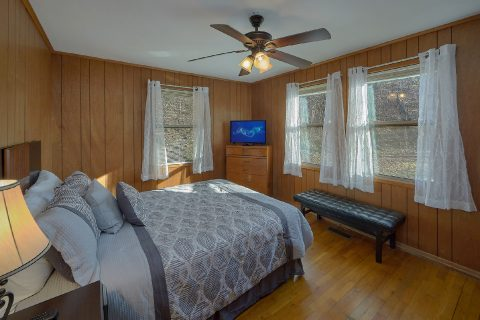 Queen Bedroom with Flatscreen TV - Byrd House