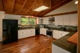 3 Bedroom Cabin with Oversize, Modern Kitchen