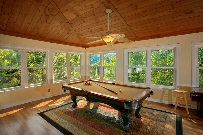 Private 3 Bedroom Cabin with Pool Table - Campfire Lodge
