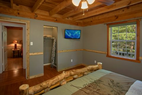 Secluded 3 Bedroom Cabin with Queen Bedroom - Campfire Lodge
