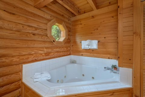 2 bedroom cabin with Private Jacuzzi Tub - Candle Light Cabin
