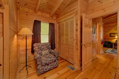 Rustic 2 Bedroom cabin with King and Queen beds - Candle Light Cabin
