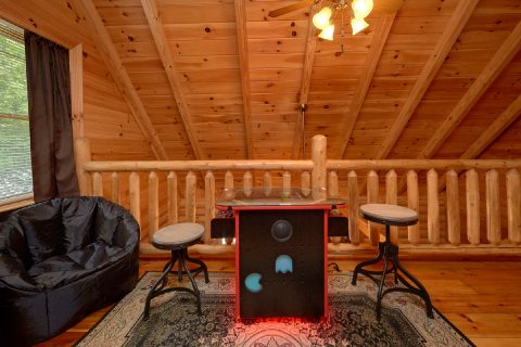 Loft Game room with arcade in 2 bedroom cabin - Candle Light Cabin