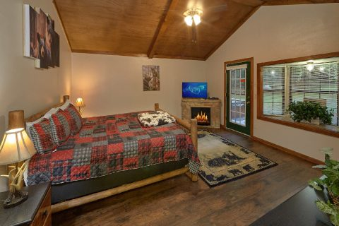 Main Floor Master Suite 2 Bedroom Cabin Sleeps 8 - Can't Bear To Leave