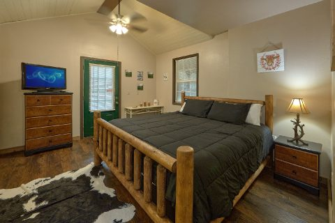 2 Bedroom 3 Bath Cabin Sleeps 8 - Can't Bear To Leave