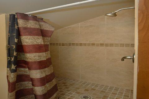 Walk In Shower 2 Bedroom 3 Bath Cabin Sleeps 8 - Can't Bear To Leave