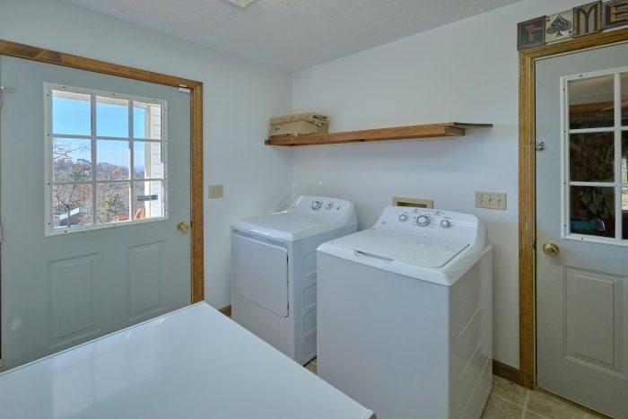Main Floor Master Suite King Bed & Bath - Casa Blanca