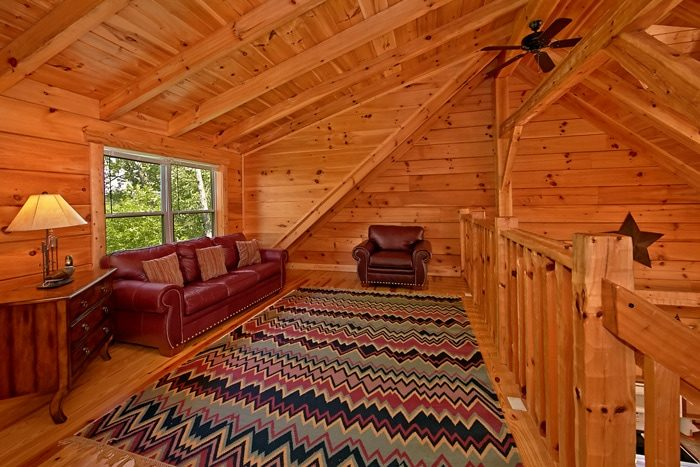 Cabin with Loft sitting area - Catch A Star