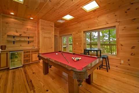 Cabin with pool table and kitchenette - Catch A Star